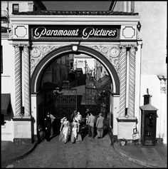 The entrance to the Paramount Pictures studios, 1961.