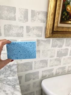 Sponge Painting Walls, Wall Painting Decor, House Wall Painting, Creative Wall Painting, Wall Paintings, Diy Wand, Painting Bathroom Cabinets, Bedroom Wall Designs, Faux Brick