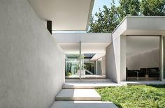 Courtyard House, Melbourne, Australia by Carr Architecture