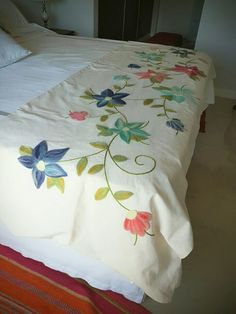 Hand Embroidery Art, Embroidery Works, Ribbon Embroidery, Embroidery Patterns, Bed Cover Design, Paper Flower Patterns, Fabric Paint Designs, Needlepoint Stitches, Bed Linen Sets