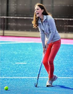 Duchess Kate Plays Field Hockey with Olympic Team: Photo Catherine, Duchess of Cambridge (aka Kate Middleton) plays hockey with the Great Britain field hockey teams at the Riverside Arena in the Olympic Park on Thursday… Royal Albert Hall, Jenny Packham, Alexander Mcqueen, British Academy Film Awards, Kate Middleton Stil, Duchesse Kate, Princesse Kate Middleton, Herzogin Von Cambridge, Stil Inspiration