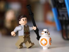 Let's build Lego: Star Wars Encounter on Jakku and Lego City airport - CNET