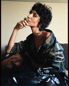 "1,562 Me gusta, 33 comentarios - @yasminsewell en Instagram: ""Casual Thursday in @maisonvalentino and @jenniferfisherjewelry earrings for @voguespain…"""