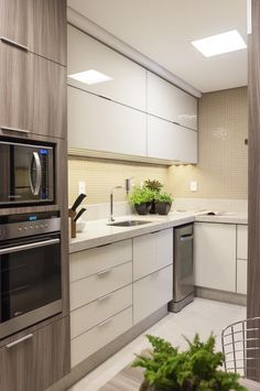 Luxury Kitchen - Regardless of whether you're planning for a move to another house or you essentially need to a kitchen redesign, these astounding kitchen Minimalist But Luxurious Kitchen Design thoughts will prove to be useful. Luxury Kitchen Design, Kitchen Room Design, Contemporary Kitchen Design, Best Kitchen Designs, Kitchen Cabinet Design, Kitchen Sets, Luxury Kitchens, Home Decor Kitchen, Interior Design Kitchen
