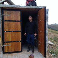 Tor Design, Tall Cabinet Storage, Locker Storage, Modern Wooden Doors, Hacks Diy, Shed, Metal Doors, Furniture, Home Decor