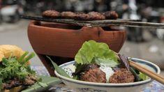 Kjøttboller med nudler og fiskedipsaus Hot Dog Buns, Food Inspiration, Hamburger, Brunch, Beef, Asian, Chili, Dishes, Breakfast