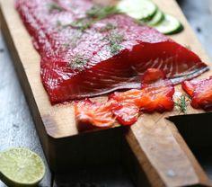 Saumon mariné façon gravadlax à la vodka et betterave rouge