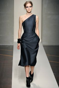 Gianfranco Ferré Fall 2012 Ready-to-Wear Fashion Show - Mirte Maas