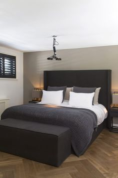 Colors For the Small Bedroom – Black and White Eternity For the Small Bedroom dazzling Master Bedroom Decorating Ideas. Small Master Bedroom, Bedroom Black, Master Bedroom Design, Home Decor Bedroom, Bedroom Ideas, Master Bedrooms, Bedroom Neutral, Bedroom Apartment, Diy Bedroom