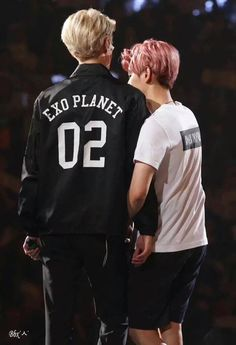 """""""So envy cause Baekhyun is the first one who always clingy to Sehun. and Sehun just stand naturally cool 😢"""" Tao Exo, Baekhyun Chanyeol, K Pop Boy Band, Boy Bands, Exo Official, Exo Couple, Exo Concert, Kim Minseok, Kpop"""