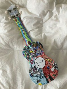 twenty one pilots ukulele Tyler Joseph, Tyler And Josh, Twenty One Pilots Ukulele, Twenty One Pilots Art, Twenty One Pilots Aesthetic, Emo Bands, Music Bands, Painted Ukulele, Ukulele Design