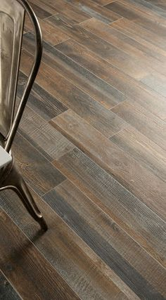 Want the wood look in your kitchen? Use wood looking tile. It looks great! I need this!