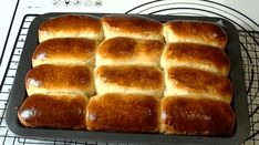 Rulouri pufoase cu gem Hot Dog Buns, Biscuits, Food And Drink, Bread, Mai, Candy, Fine Dining, Crack Crackers, Sweet