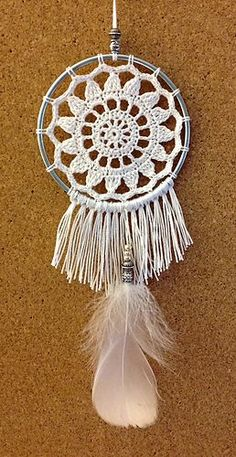 Mini Petals Dreamcatcher, Mini Petals Dreamcatcher - free crochet pattern by Warm N Fuzzies by Amy. Crochet Dreamcatcher Pattern Free, Crochet Mandala Pattern, Granny Square Crochet Pattern, Crochet Patterns, Thread Crochet, Diy Crochet, Crochet Doilies, Crochet Mandela, Dream Catcher Patterns