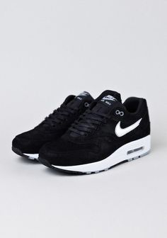 Black Nike | Minimal + Chic | @CO DE + / F_ORM