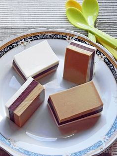 thinking of doing this with coconut milk. No Cook Desserts, Mini Desserts, Gluten Free Desserts, Sweets Recipes, Cake Recipes, Cooking Recipes, Yummy Treats, Sweet Treats, Chocolate Delight