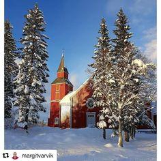Alle helgensdag i dag  #reiseliv #reisetips #reiseblogger #reiseråd  #Repost @margitvarvik (@get_repost)  Elverhøy kirke fra 1803. I morgen er Alle Helgensdag og vi minnes alle våre kjære som er gått bort.