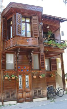 A house in Istanbul Turkish Architecture, Cultural Architecture, Historical Architecture, Art And Architecture, Wooden Hut, Wooden Cottage, Bg Design, House Design, Casa Top