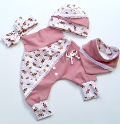Babyset Mädchenset altrosa/weiss The post Baby Set Girl set Altrosa/white appeared first on Kinder Mode. Sewing Baby Clothes, Cute Baby Clothes, Baby Set Mädchen, Selling Handmade Items, Female Head, Chanel Couture, Jersey Girl, Silk Fabric, Baby Wearing