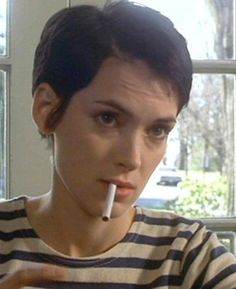 Short Winona Ryder hair (a la Girl Interrupted and Alien Resurrection, purrrrfect)