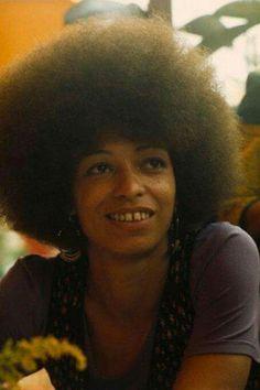 Professor Angela Davis - political activist, scholar, and author. Angela Davis, Black Panther Party, Women In History, Black History, Black Girl Magic, Black Girls, Black Panthers Movement, Black Is Beautiful, Beautiful Women