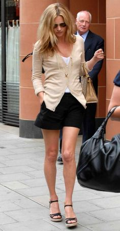 Simple style from Kate Moss. Love the neutral colours, especially the beige cardigan which reminds me of my new M&S one.
