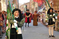 """La città di Pietro """"Il Perugino"""", del Palio dei Terzieri e dello Zafferano #trasimeno http://www.cittadellapieve.org/palio.html"""