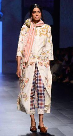 Divya Sheth #lfw #5daysoffashion #ss17  #ppus #happyshopping #stylefile #comingsoon #fashionweek