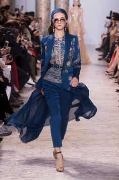 Egito nos anos 40 inspira a alta-costura de Elie Saab - Vogue | Desfiles