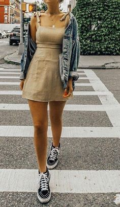 Chic summer outfits ideas for spring summer fashion trendy outfits 2019 Outfit Chic, Böhmisches Outfit, Look Fashion, 90s Fashion, Fashion Outfits, Fashion Tips, Winter Fashion, Womens Fashion, Fashion Clothes