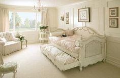 Wohnzimmer einrichten Tagesbett ausziehbares Sofa Shabby Chic