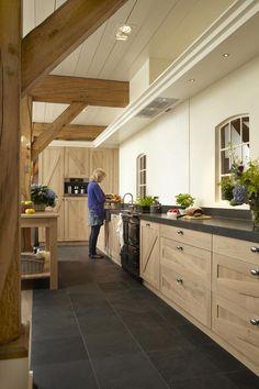 Slate Kitchen, Loft Kitchen, Kitchen Tips, Living Room Kitchen, Rustic Kitchen, Kitchen Decor, Wooden Kitchens, Cool Kitchens, Wood Cabinets