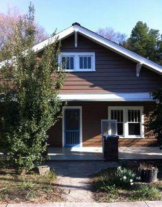 58 Trendy Ideas for brown front door colors white trim House Exterior Color Schemes, Dream House Exterior, Exterior Colors, House Exteriors, Cottage Exterior, Exterior Paint, Front Door Paint Colors, Painted Front Doors, Brown Front Doors