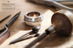 The time saver ring - Save the date with this unique peice of jewelry. For example remember your wifes Birthday. Wedding rings - engagment rings - solitaire - alliance - diamond rings Remember me - Ring