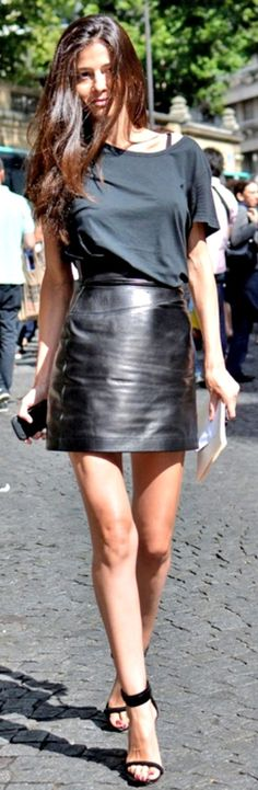 Barbara Martelo Black Leather Skirt. Street style leather love