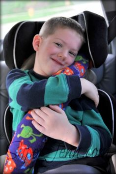 Seat belt pillow tutorial. Fun! She used fleece and a queen size pillow case to make 4.