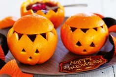 Get into the spirit and prepare these spooky orange jelly Halloween recipes. Scary Halloween Cakes, Diy Halloween Treats, Easy Halloween Crafts, Halloween Food For Party, Halloween Themes, Fall Halloween, Happy Halloween, Halloween Birthday, Halloween Stuff