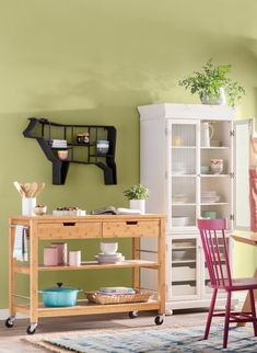 20 Gorgeous Rug Ideas for Your Kitchen Kitchen Shop, Cute Kitchen, Stylish Kitchen, Kitchen Rug, Kitchen Pantry, Kitchen Cart, Kitchen Flooring, Rustic Kitchen, Country Kitchen