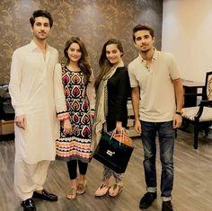 Beautiful Twins Sisters Aiman Khan and Minal Khan with Muneeb Butt Brother! ❤ #AimanKhan #MinalKhan #LoveSisters #PrettyGirls #PakistaniActresses #PakistaniCelebrities  ✨