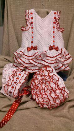 news-dressed-of-Flemish-tallerMODA FLAMENCO workshop-carmina Little Girl Fashion, Toddler Fashion, Kids Fashion, Sewing For Kids, Baby Sewing, Toddler Dress, Baby Dress, Girl Dress Patterns, Kids Patterns