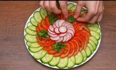 Amazing Food Decoration, Salad Decoration Ideas, Vegetable Decoration, Easy Food Art, Creative Food Art, Diy Food, Vegan Quesadilla, Salad Presentation, Salad Design