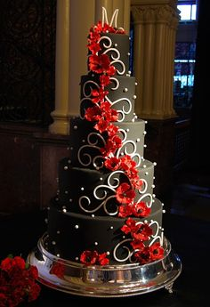 .Wow, beautiful black and red wedding cake. I'd make the black part white and the white part black