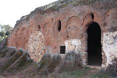 Es un eremitorio rupestre de origen visigodo situado en el municipio de Rus (Jaén), y se trata del único hipogeo visigótico en el sur de España.