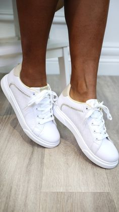 White trainers, white runners, gold detail, runners, basic white runners, lace up trainers, lace up white trainers Gold Heels, Gold Stripes, Adidas Stan Smith, Online Boutiques, Gold Glitter, Fashion Online, Trainers, Adidas Sneakers, Lace Up