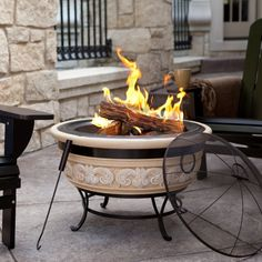 Portable outdoor fire pit have made it possible to have a fire in your yard anytime you want. You can install a portable fire pit in less than a day. Portable Outdoor Fire Pit is Ideal Option Portable Fireplace, Outdoor Gas Fireplace, Cabin Fireplace, Fireplace Design, Camping Fire Pit, Fire Pit Backyard, Backyard Seating, Fire Pit Images, Fire Pit Spark Screen