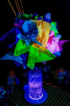 centros de mesas neon - Buscar con Google Neon Birthday, 13th Birthday Parties, Disco Party Decorations, Party Centerpieces, Halloween Decorations, 70s Party, Party Time, Ffa, Cool Glow
