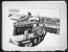 """Grossaufnahme von einem Flugzeugmotor. PI_29-B-0175. User Mertens: """"Dieser Motor ist sehr ähnlich aufgebaut wie die BMW IIIa Motoren von 1917/18. Es könnte sich um eine Variante dieser Motoren handeln."""""""