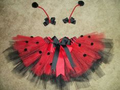 This listing is for a ladybug tutu with matching antenna bows. This tutu has a handsewn double layer bow and handsewn spots. The antenna bows are Ladybug Tutu, Ladybug Girl, Ladybug Party, Baby Ladybug Costume, Costume Coccinelle, Newborn Crafts, Newborn Halloween, Baby Tutu, Baby Dress