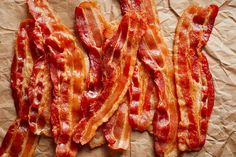 If you want perfect crispy bacon every time, you must learn how to cook bacon in the oven! Sharing all my tips on how to always make the best oven baked bacon! Oven Baked Bacon, Bacon In The Oven, Bacon In Toaster Oven, Cooking Bacon, Cooking Tips, Mama Cooking, Basic Cooking, Cooking Broccoli, Cooking Games
