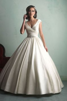 Allure Bridals – Fall 2014 Love the hair...Check out Steal The Wedding! Wedding Consignment Pop-Up Stealthewedding.com
